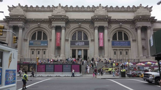 The Metropolitan Museum of Art's Fifth Avenue façade. The vacant plinths are at the base of the arches flanking the central entrance. Photo by Jason Edward Kaufman (c) 2013